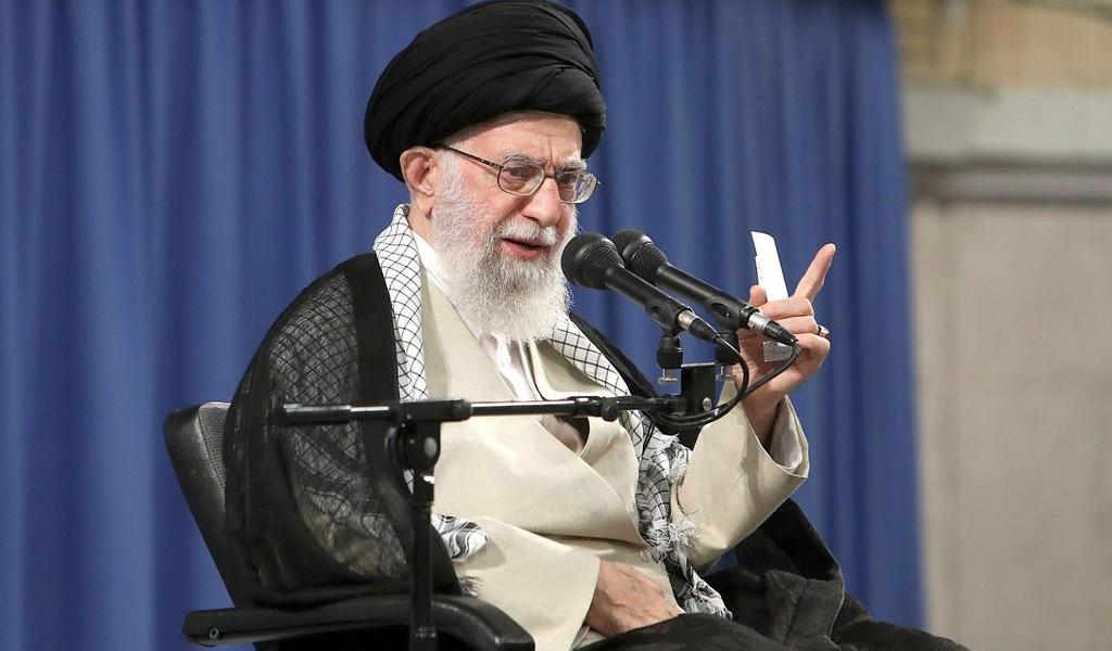 Trump es un 'payaso' que traicionará a Irán, advierte líder supremo