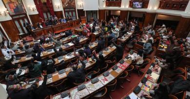 Aceptan renuncia de Evo Morales