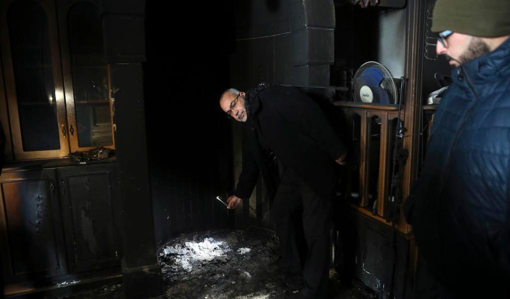 Vándalos prenden fuego a una mezquita en Jerusalén Este