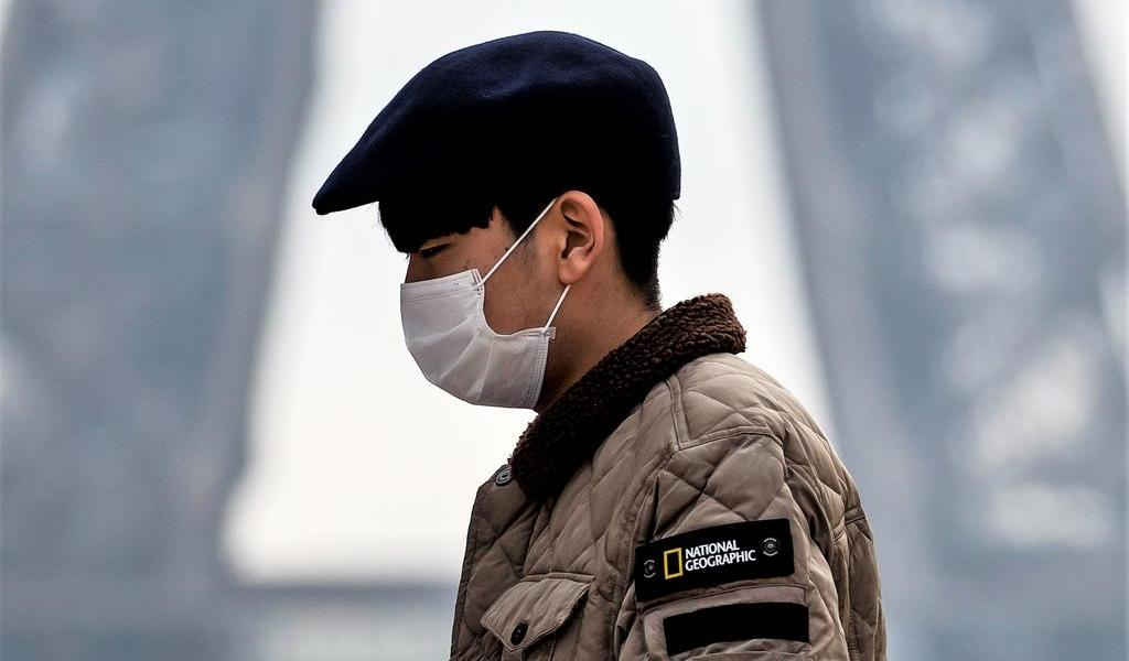 Aumentan a 56 los muertos y a 1,975 los contagiados por coronavirus en China