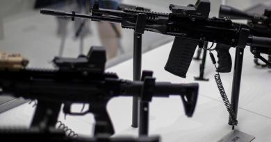 EUA, China y Rusia los mayores productores de armas, según informe