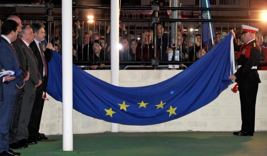 Gibraltar se despide de la UE con la deposición de la bandera europea