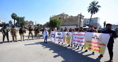 Llama clérigo a terminar las protestas en Irak; estudiantes realizan más marchas