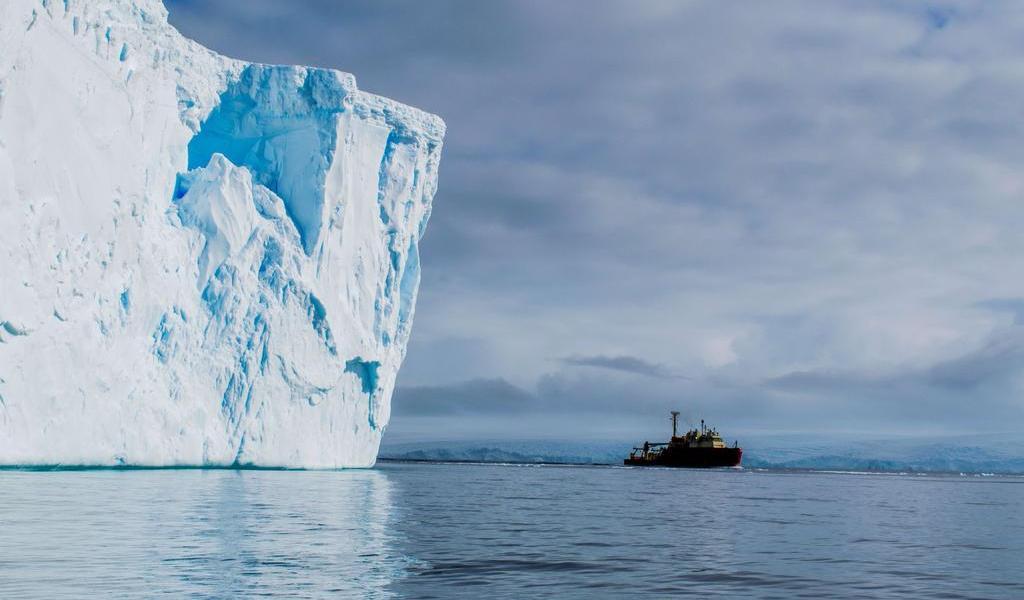 Encuentran agua caliente en glaciar de la Antártida