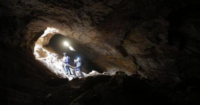 Colapso deja 2 mineros muertos y otros 20 atrapados en una mina en Zimbabue
