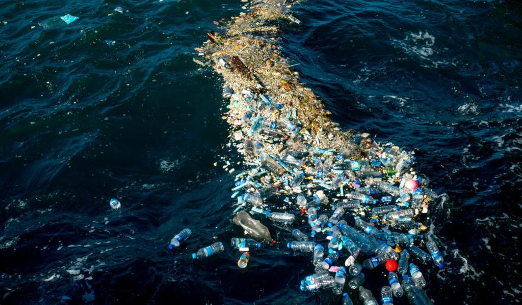 Envases retornables reducirían la contaminación marina por PET