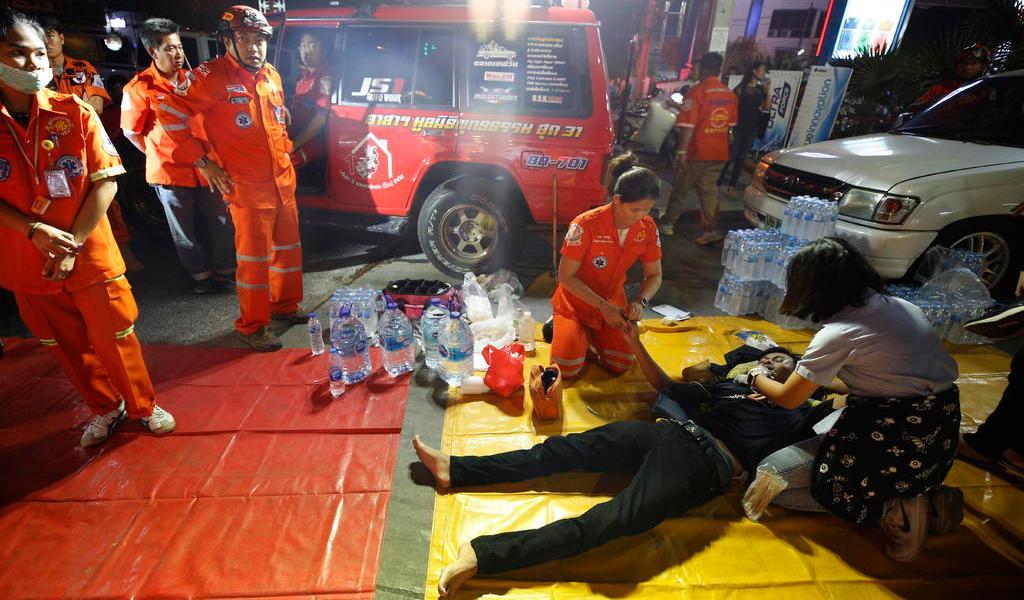 Madre de tailandés que mató a 20 personas pide que se rinda
