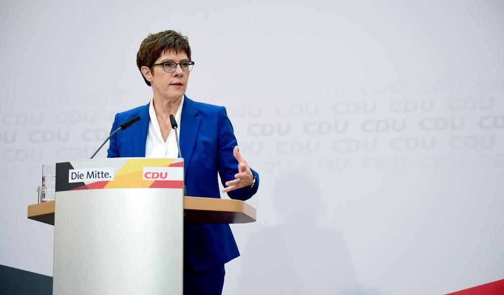 Líder de la CDU de Merkel no aspirará a la Cancillería por crisis de Turingia