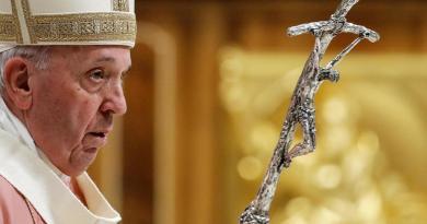 El papa Francisco rechaza que se pueda ordenar sacerdotes a hombres casados