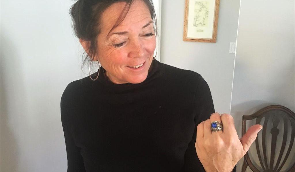 Encuentran en Finlandia anillo perdido en EUA hace 47 años