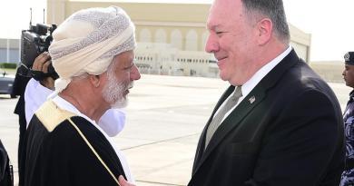 Concluye Pompeo visita a Omán tras ratificar su relación 'estratégica'