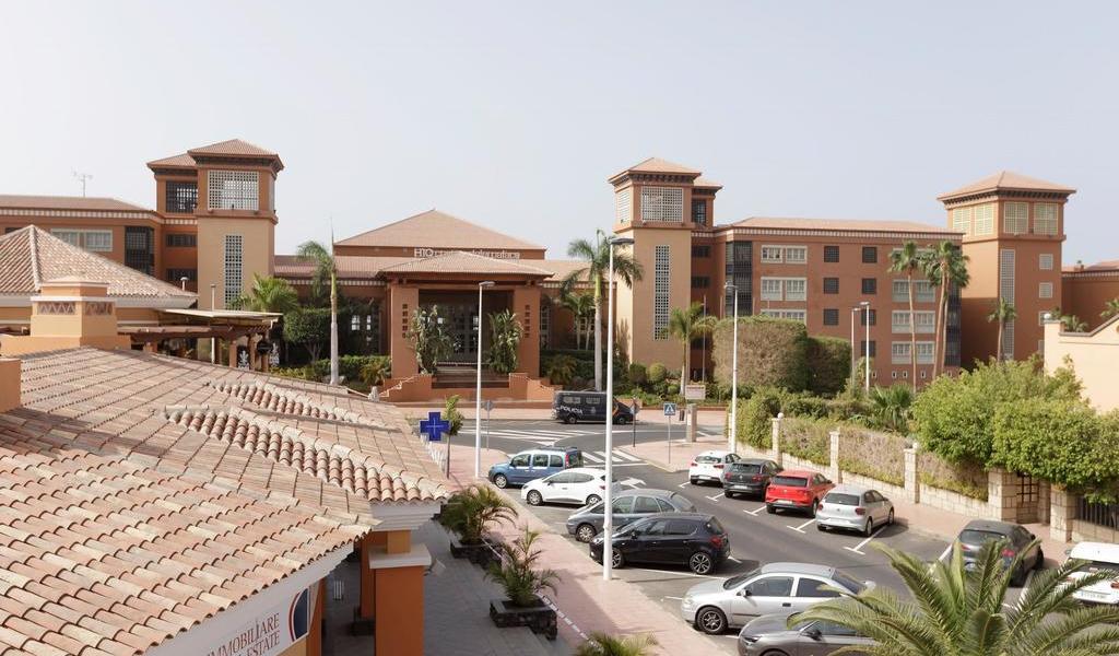 Aíslan a cerca de mil personas en hotel de España por turista con coronavirus