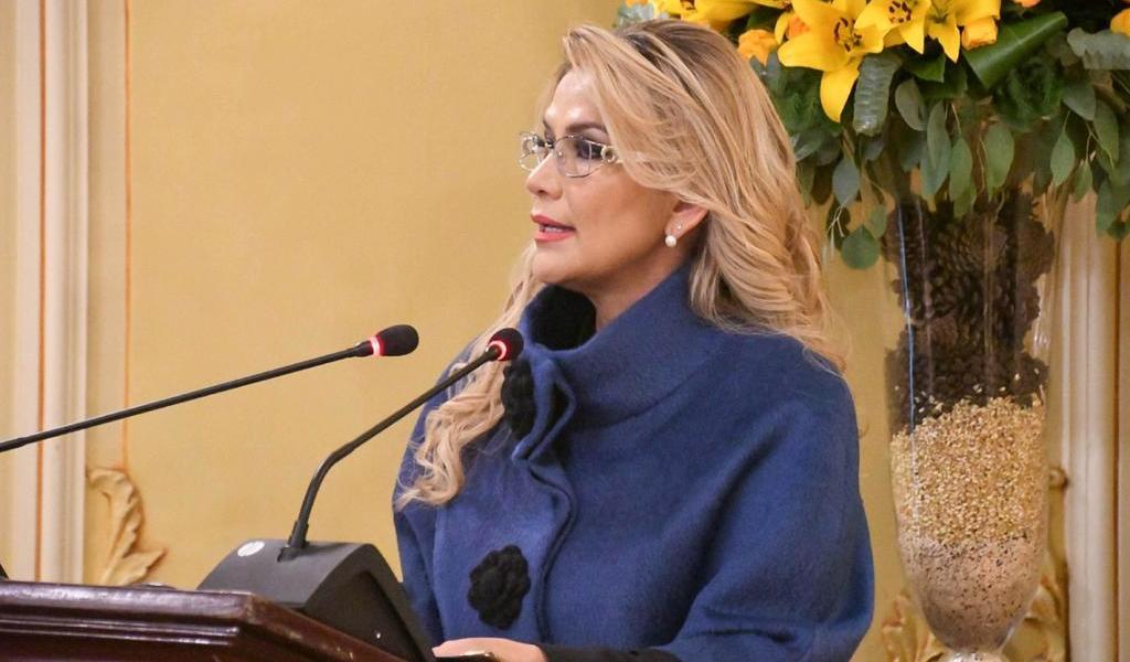 Golpea Áñez corrupción para levantar campaña