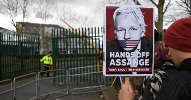 Posponen hasta mayo el juicio de extradición de Julian Assange
