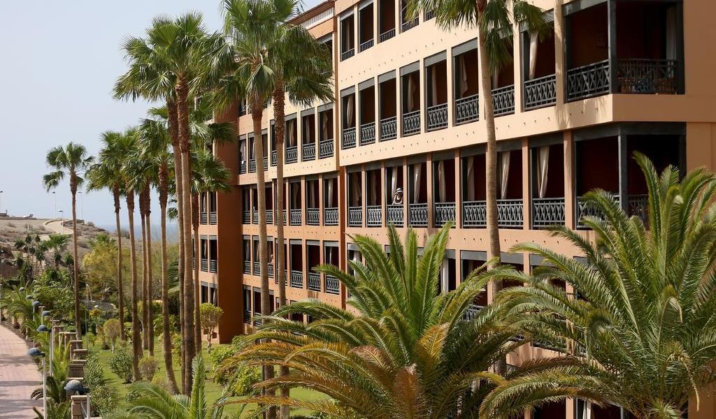 Vuelve a casa otro grupo de huéspedes de hotel español aislado por coronavirus