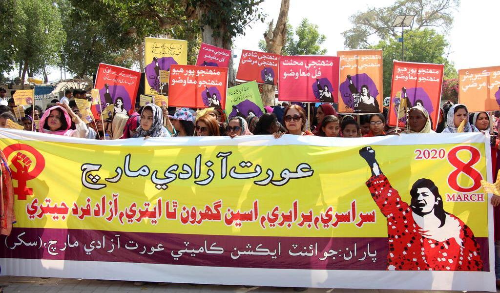 Conmemoran el Día de la Mujer alrededor del mundo pese a amenazas