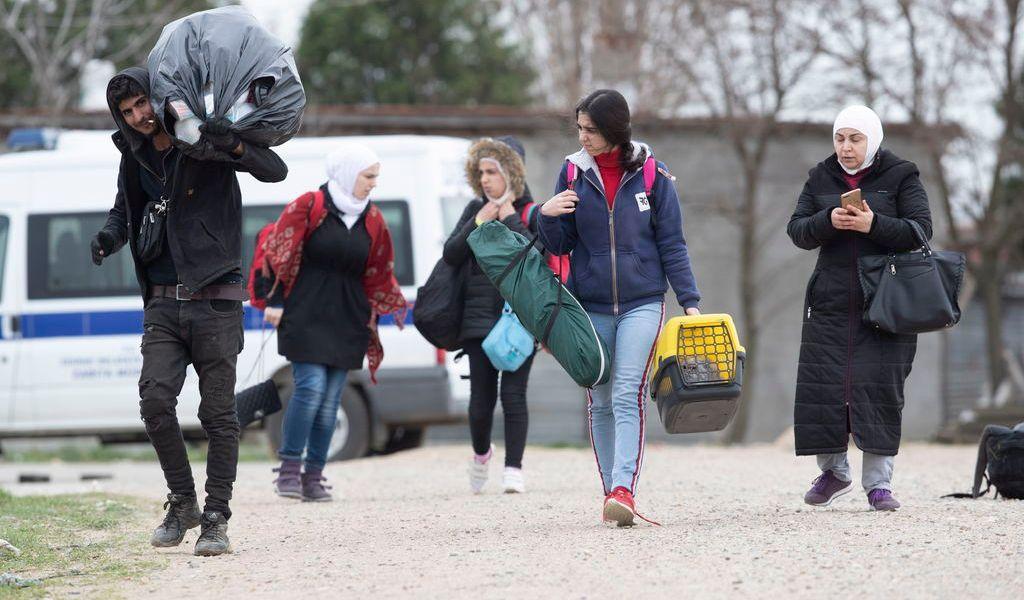 Urgen a Grecia abrir puerta a migrantes