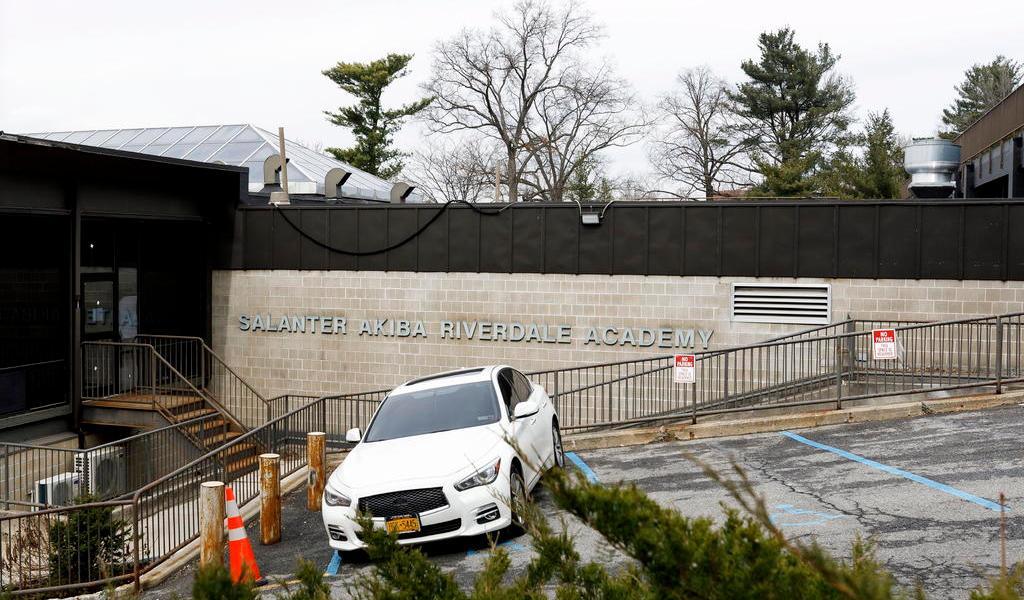 Cierran dos escuelas en El Bronx tras contagio de estudiante con COVID-19