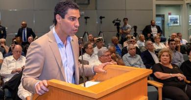 Alcalde de Miami da positivo a coronavirus tras reunión con comitiva de Bolsonaro