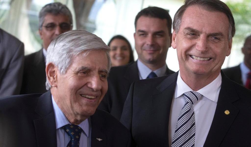 Ministro que viajó a EUA con Bolsonaro da positivo a coronavirus