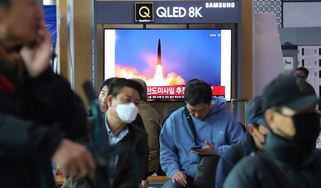 Corea del Norte lanza dos misiles