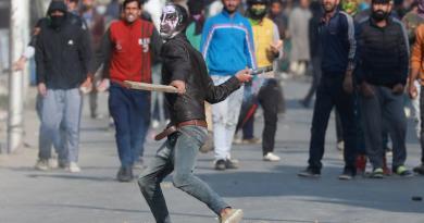 Mueren 17 policías en ataque rebelde en India