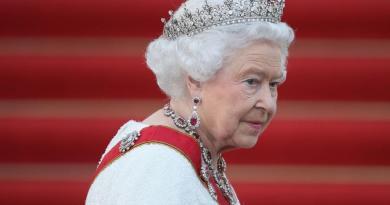 Asistente de la reina Isabel II da positivo por coronavirus