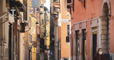 Multará Italia con hasta 3 me a quien incumpla medidas de aislamiento