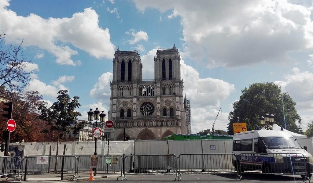 Intentan robar Notre Dame