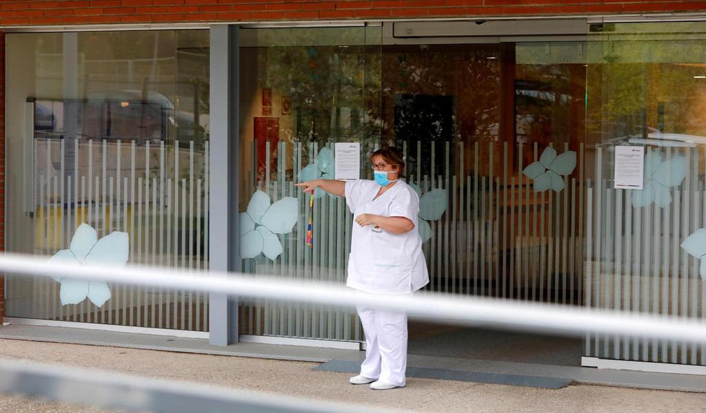 'Estamos colapsados': COVID-19 ataca a personal médico en España