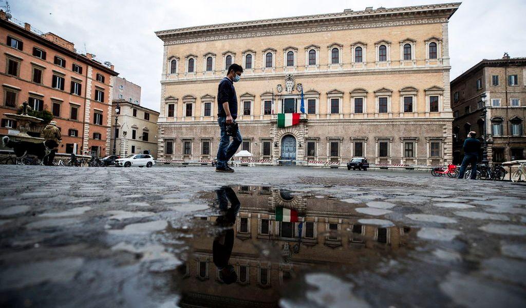 Italia va a la baja en contagios de COVID-19