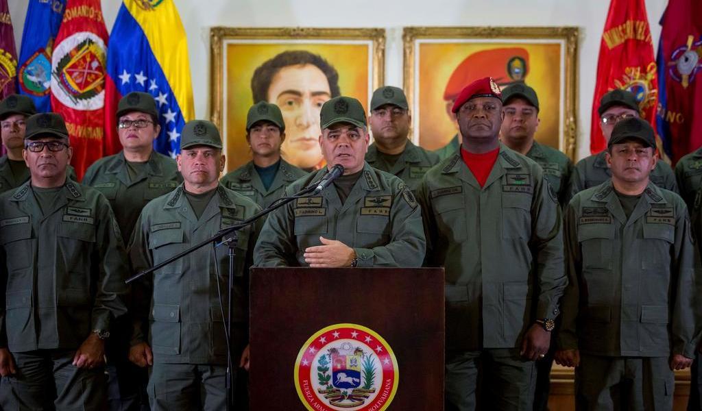 Cúpula militar expresa 'absoluta lealtad' a Maduro tras ataque frustrado