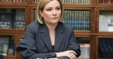 Diagnostican a la ministra de Cultura de Rusia con COVID-19