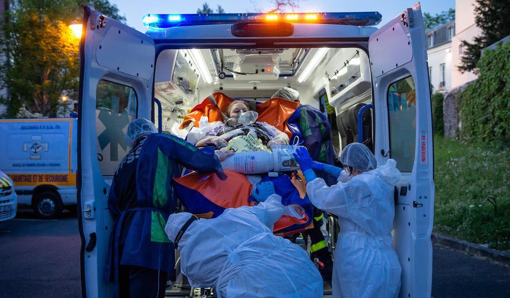 Supera Francia las 26,000 muertes por COVID-19