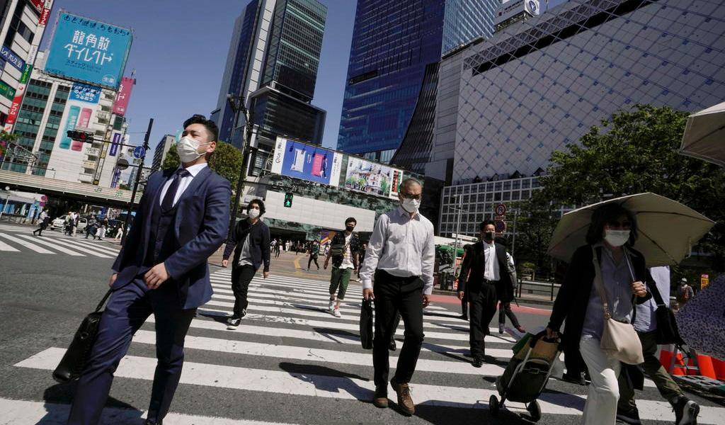 Más de la mitad de japoneses reprueba el manejo del gobierno del COVID-19