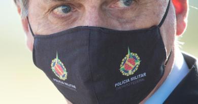 Firma Bolsonaro orden para exentar de responsabilidad a funcionarios por pandemia