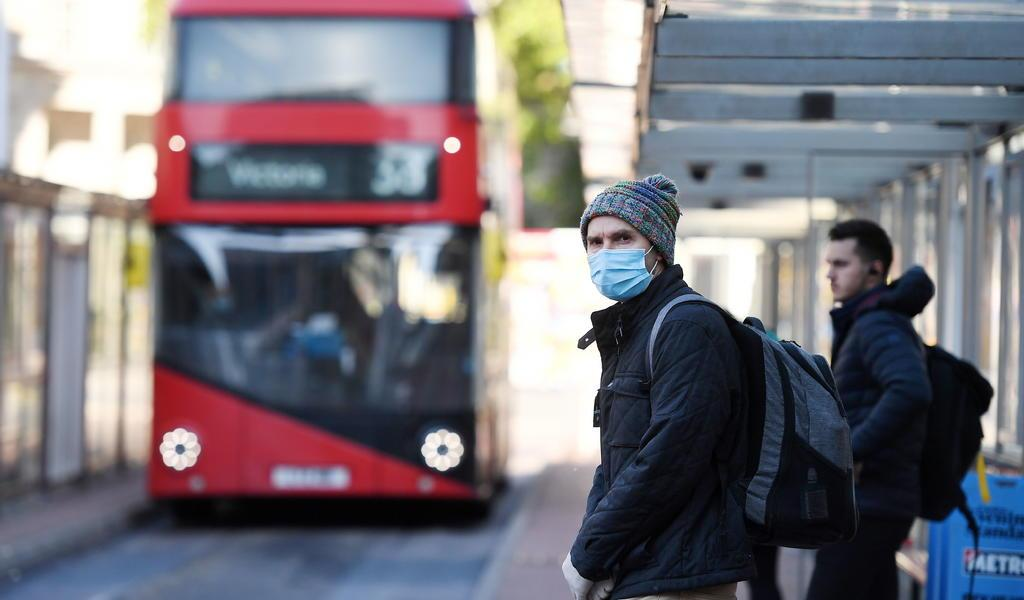 Bajan hasta 160 las muertes diarias por COVID-19 en Reino Unido