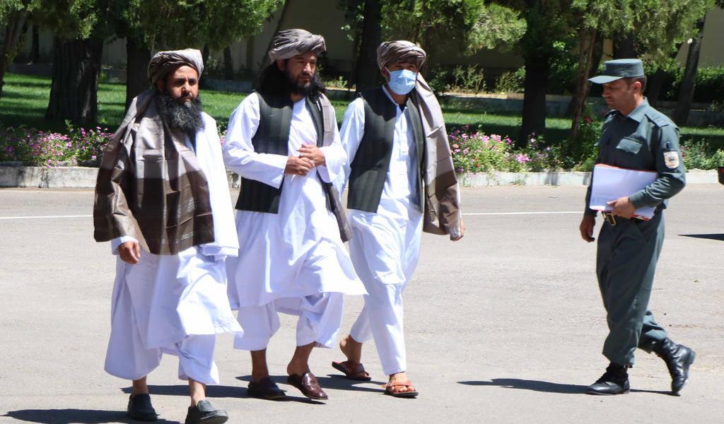 Libera Afganistán a 900 prisioneros talibanes debido al alto el fuego