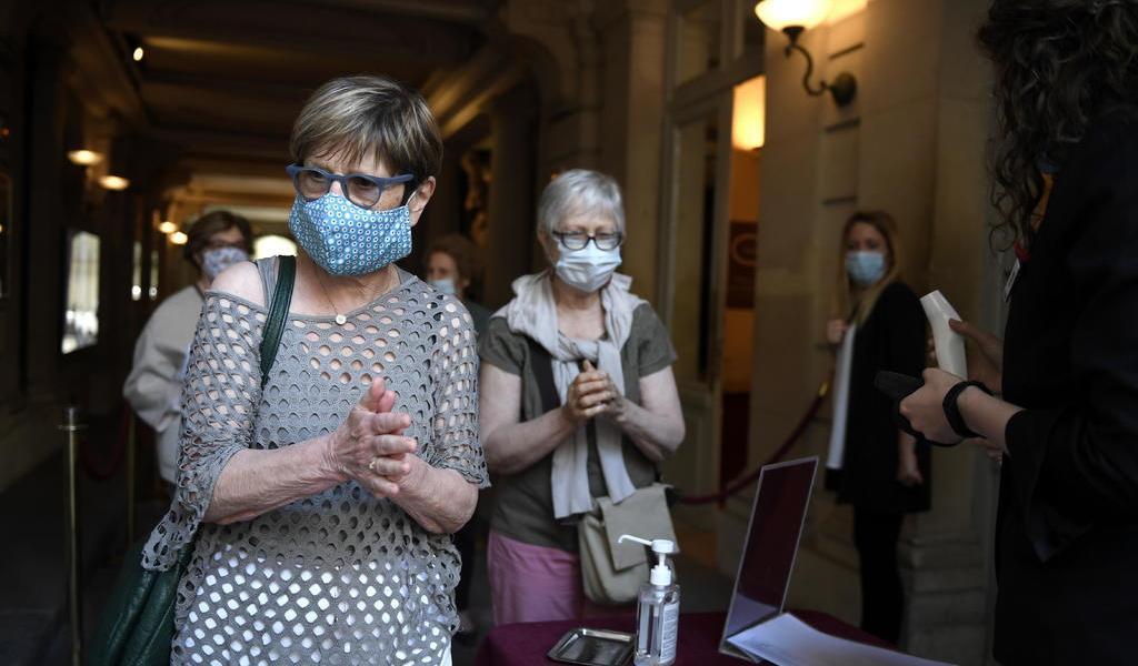 Francia prohíbe utilizar la hidroxicloroquina para tratar COVID-19