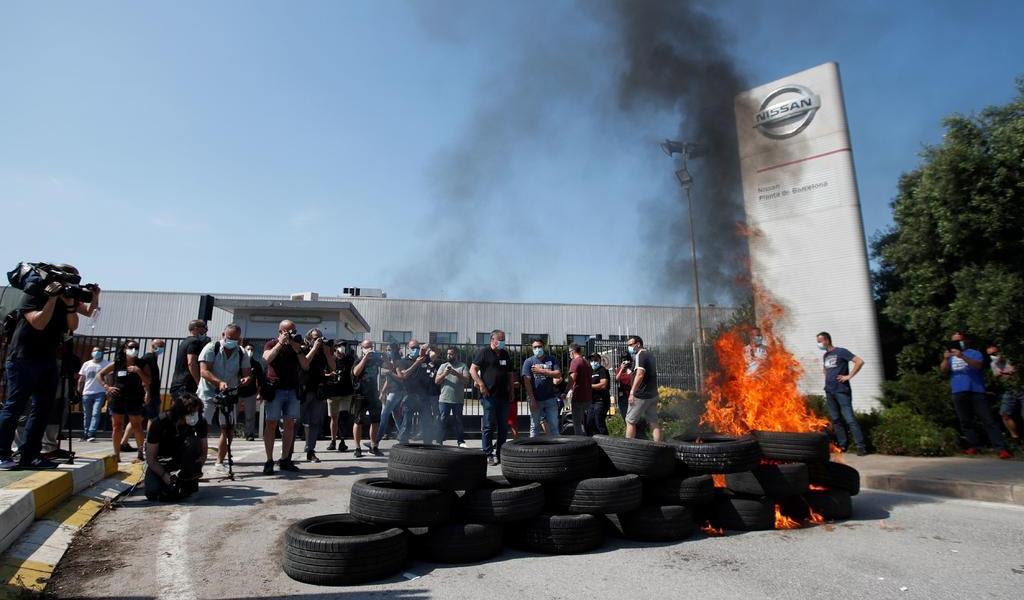 Protestan trabajadores por cierre de planta Nissan en España