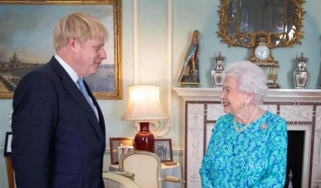 Reina Isabel presta su jardín para que Boris Johnson haga ejercicio