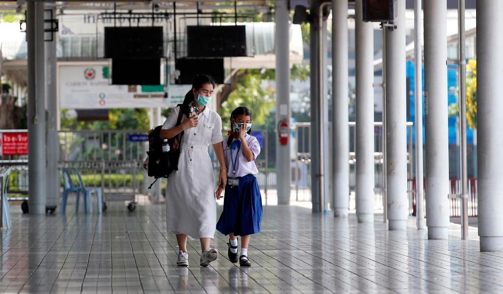 Reportan nuevos brotes de COVID-19 en escuelas japonesas