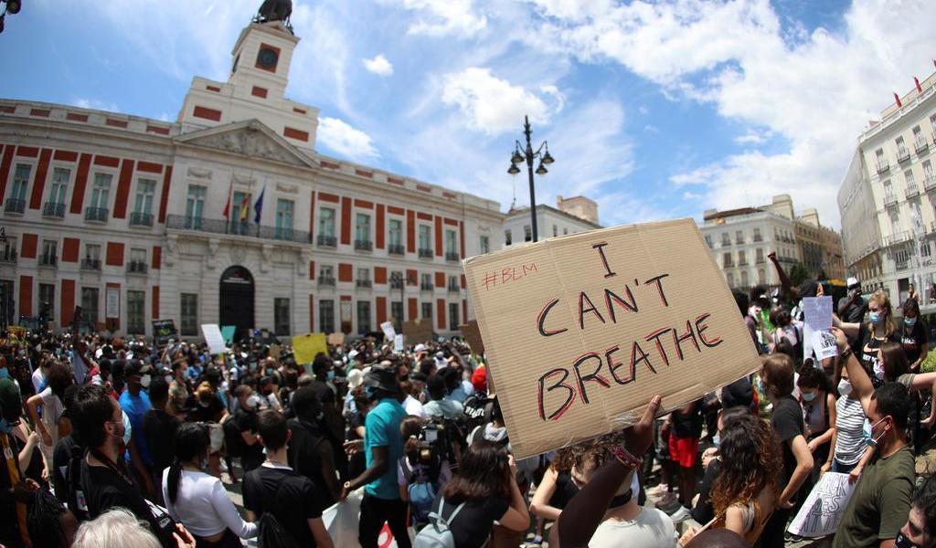 Miles de personas recuerdan a George Floyd en España con protesta