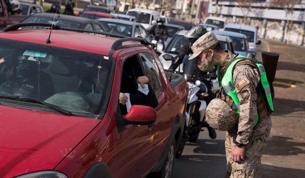 Alarga Chile cuarentenas; suma nuevas zonas del país a la medida