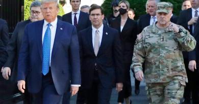 Jefe del Estado Mayor lamenta haber estado con Trump en foto de iglesia