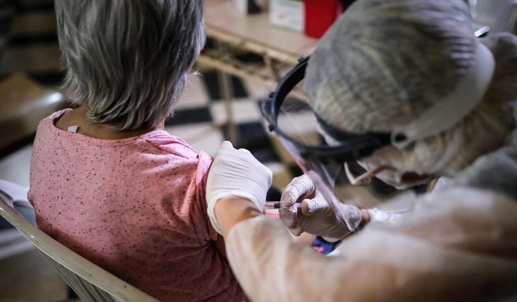 UE firma acuerdo para garantizar millones de vacunas contra COVID-19