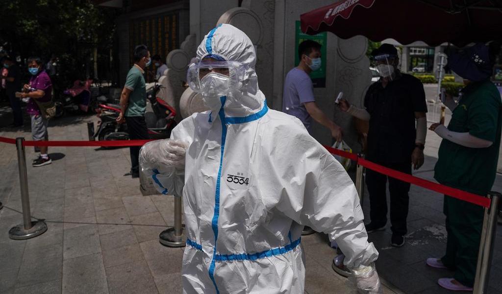 Restablece Pekín medidas contra el COVID-19 por aumento de casos