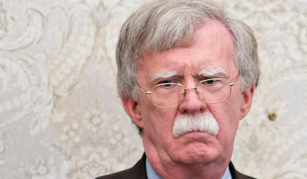 Bolton puede publicar libro sobre la Casa Blanca: juez