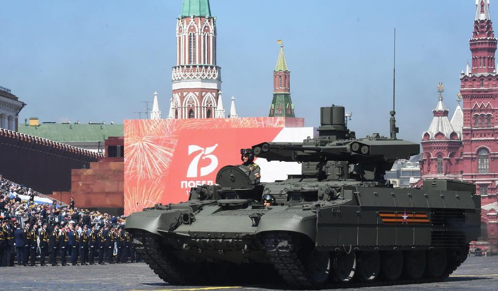 Rusia elogia derrota de los nazis en demorado desfile por el Día de la Victoria