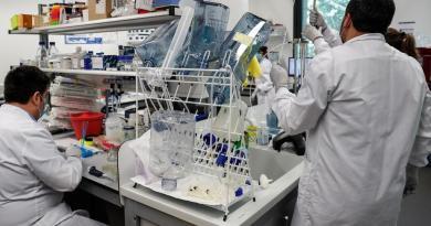 ¿Quiénes serán los primeros en recibir una vacuna para COVID-19?